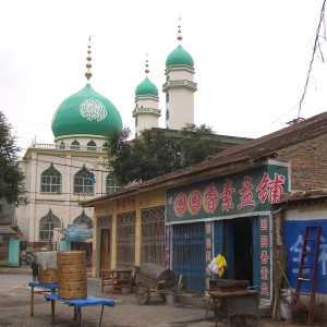 5726-Linxia-City-a-mosque-and-Huihui-Xiang-Su-Pen-restaurant-at-the-corner-of-Hongyuan-Xin-Cun-Lu-and-Huancheng-Xi-Lu