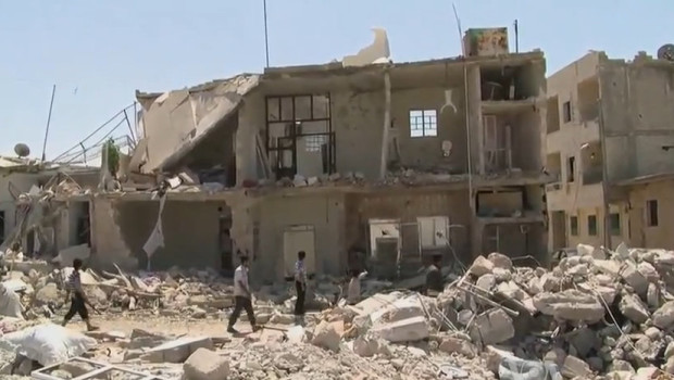 Azaz_Syria_during_the_Syrian_Civil_War_Missing_front_of_House