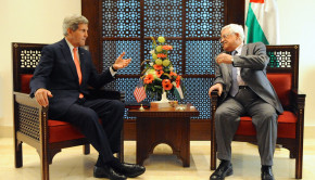 John Kerry speaks with Mahmoud Abbas in Bethlehem, November 6, 2013